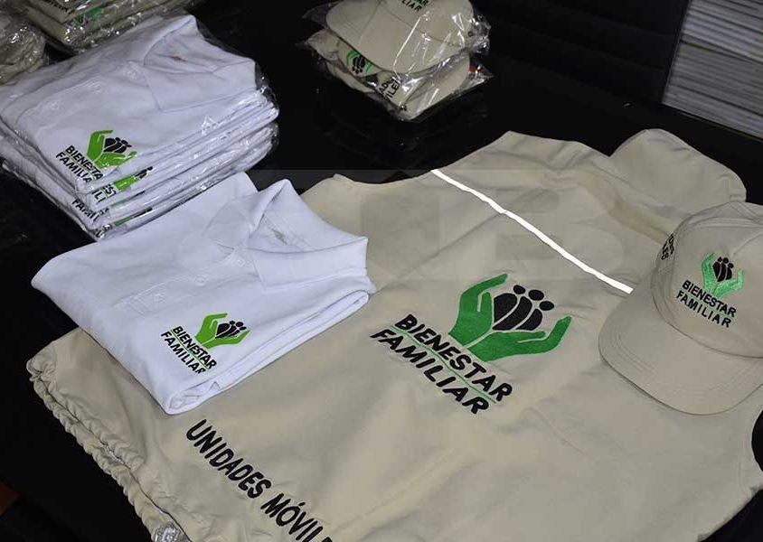 Confección y diseño de chalecos, gorras y camisetas